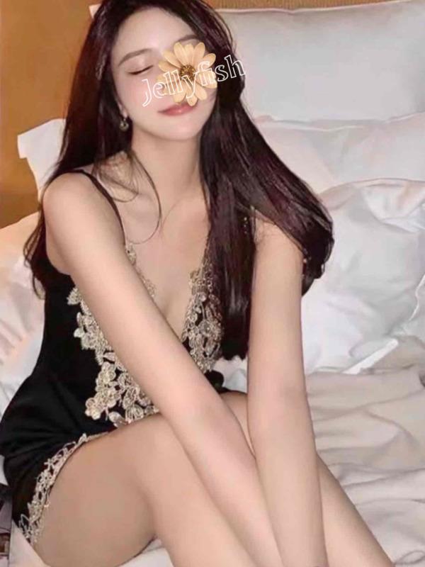 綾波レイラ